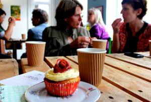 Den Gamle Købmandsgaard. Spisesteder på Ærø. Der er noget for enhver smag på Ærø – specielt i sommersæsonen. Der er ca. 30 spisesteder på Ærø, fordelt på restauranter, kroer, cafeer og fastfood-restauranter. En del restauranter på Ærø har åbent hele året, men flere har sæson-åbent.