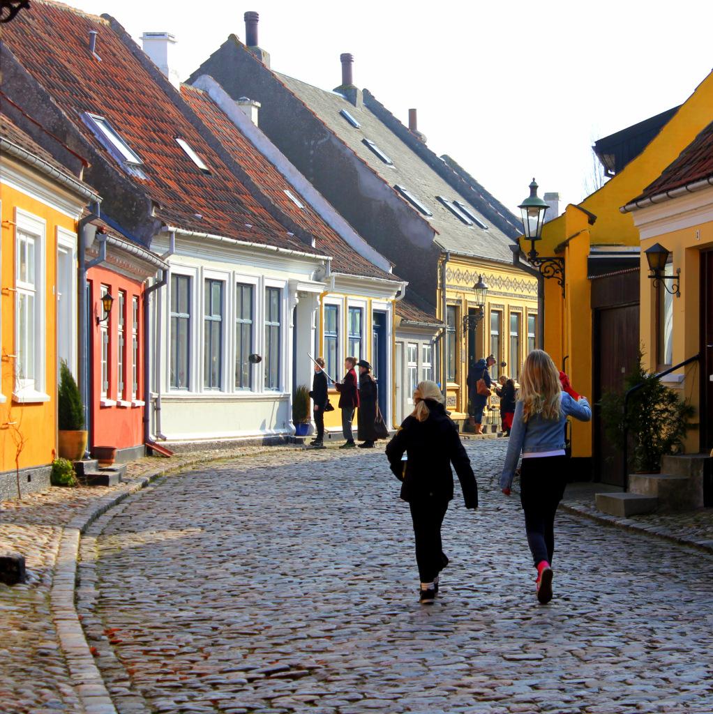 Børnene rasler fastelavn - fastelavn på Ærø - traditioner på Ærø