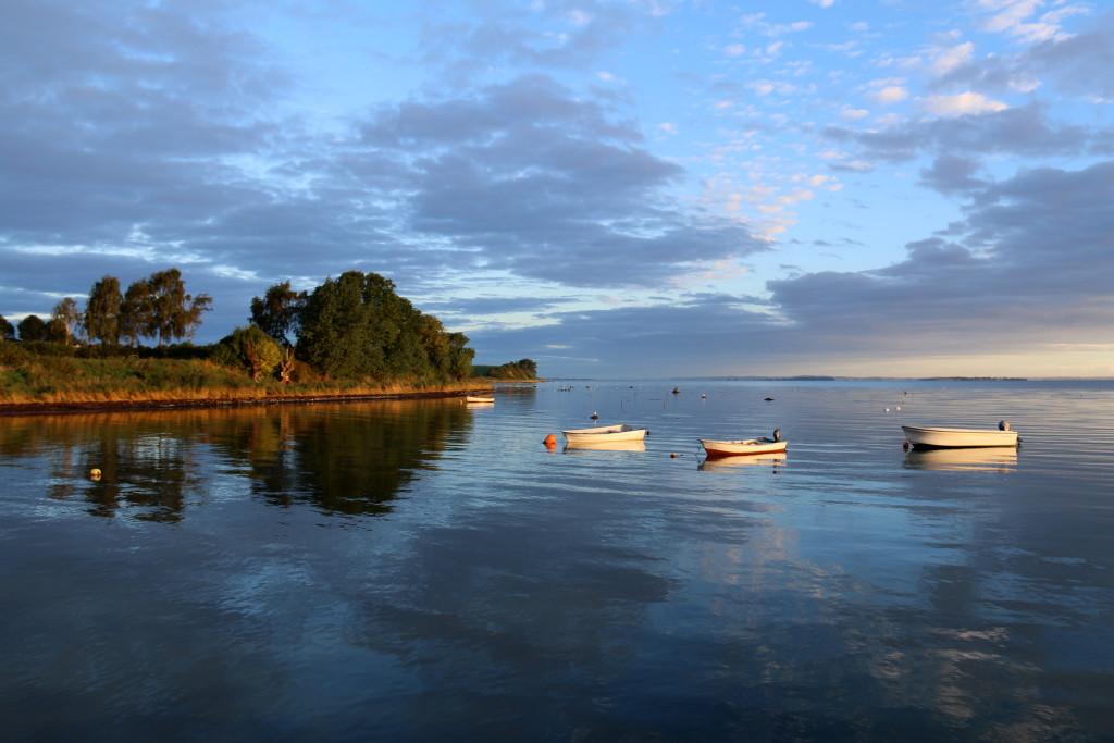Efterår på Ærø - sol - morgen - både i vandet - Borgnæsbugten - Foto ©Bjørg Kiær