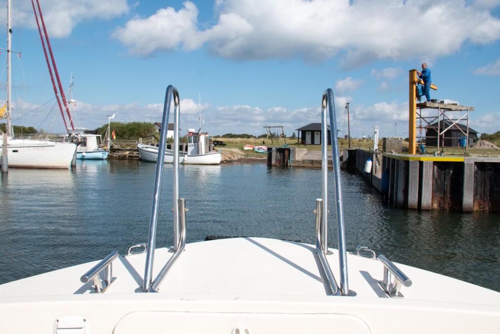 Ankomst til øen Birkholm med færgen, Birkholmposten